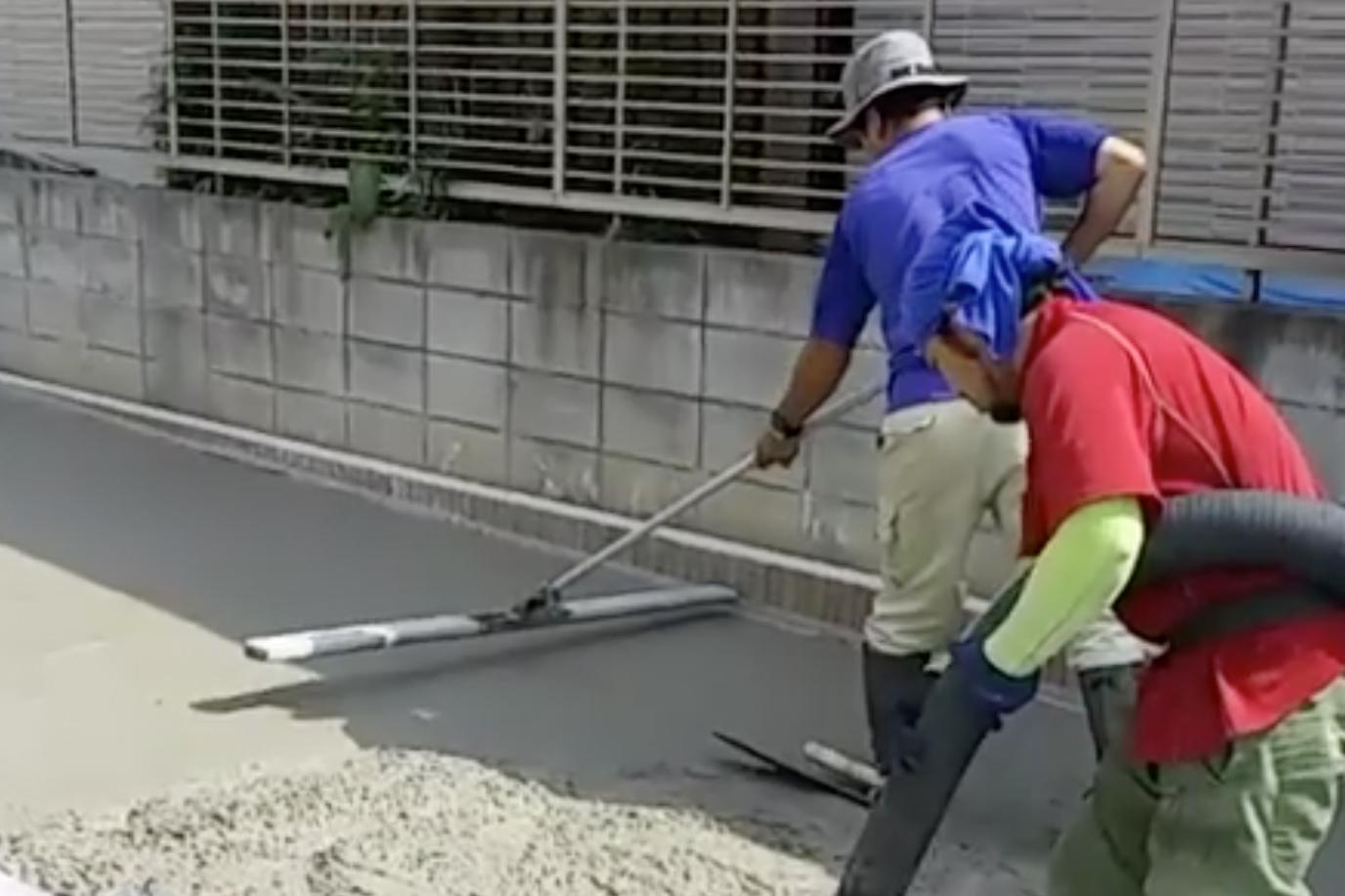 土間コンクリート打設作業